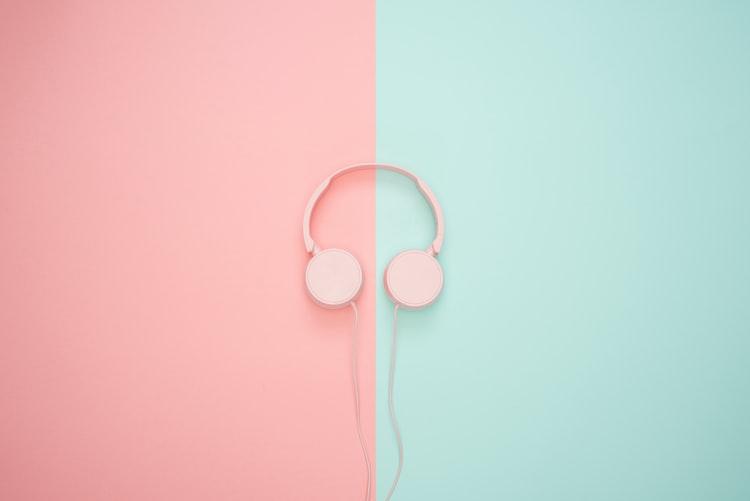 ピンクヘッドフォン