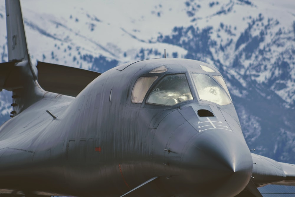 airplane near mountian