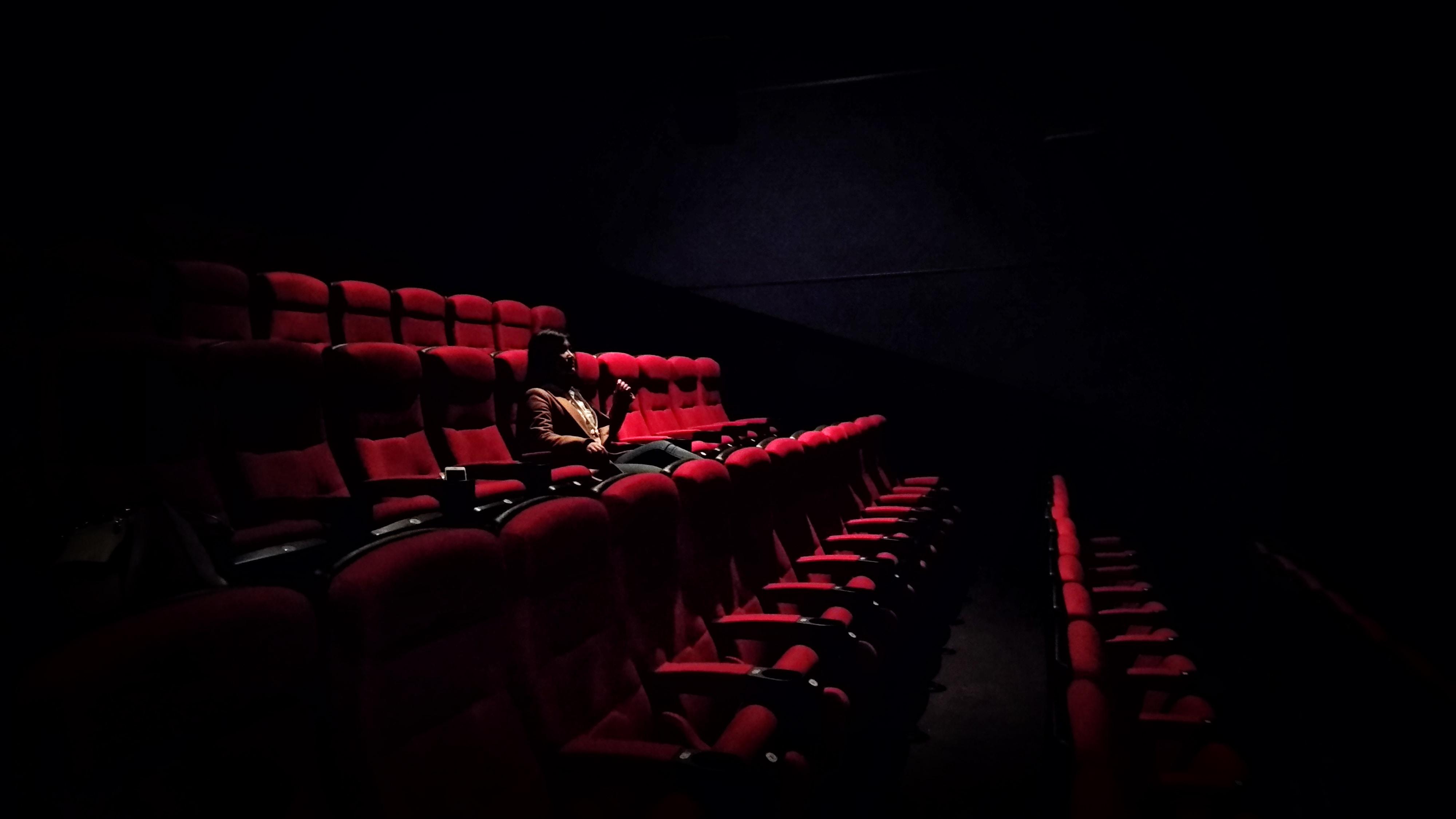 Xem phim một mình có thực sự nhàm chán?