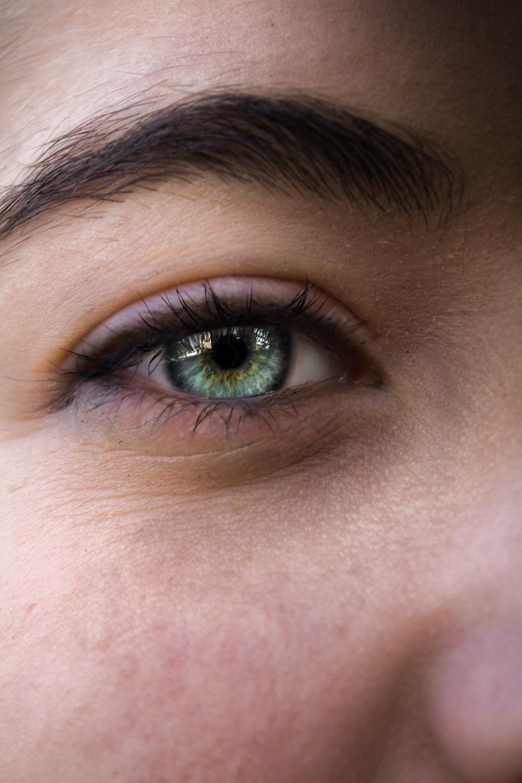 close-up photo of human eye