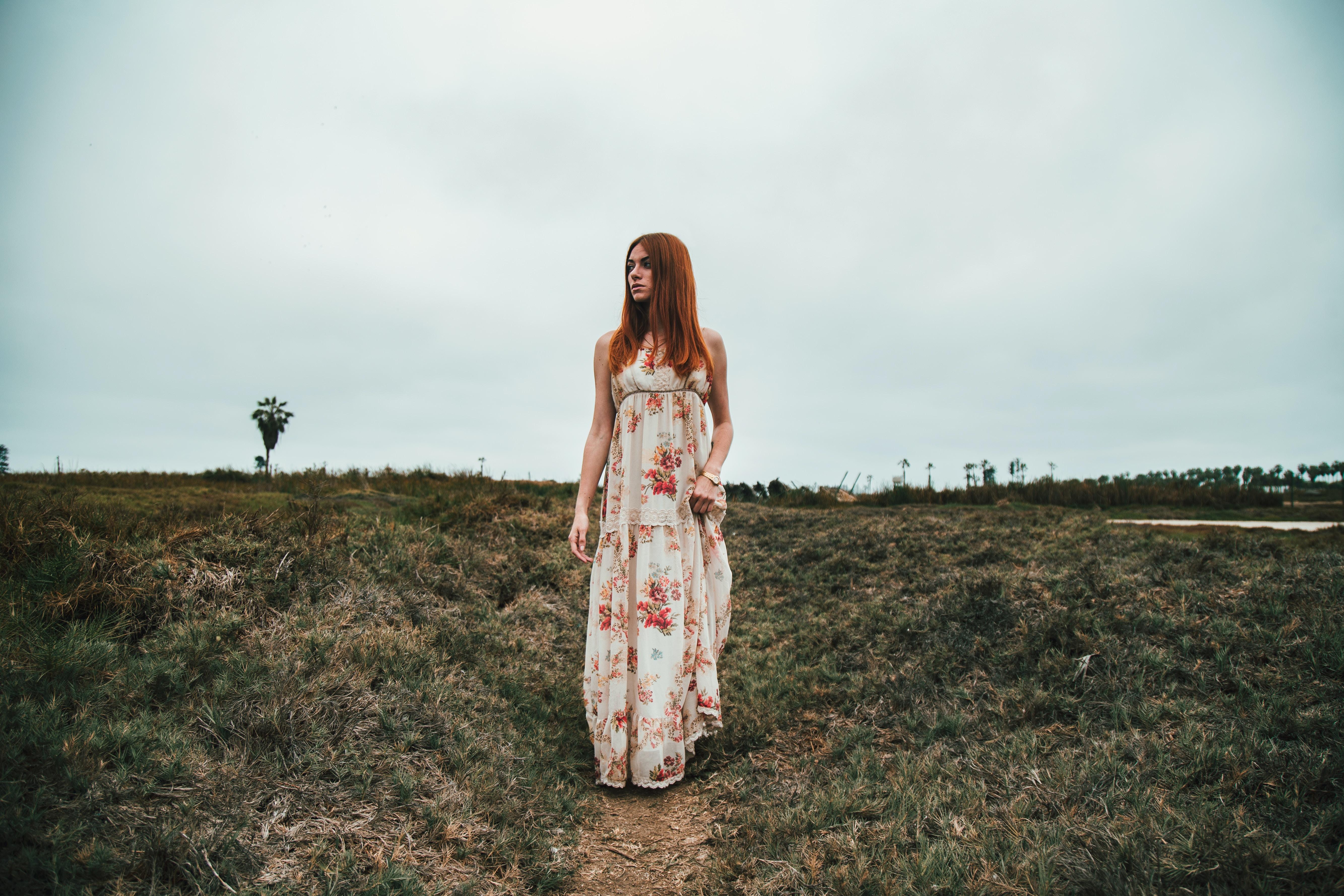 woman wearing maxi dress outdoor