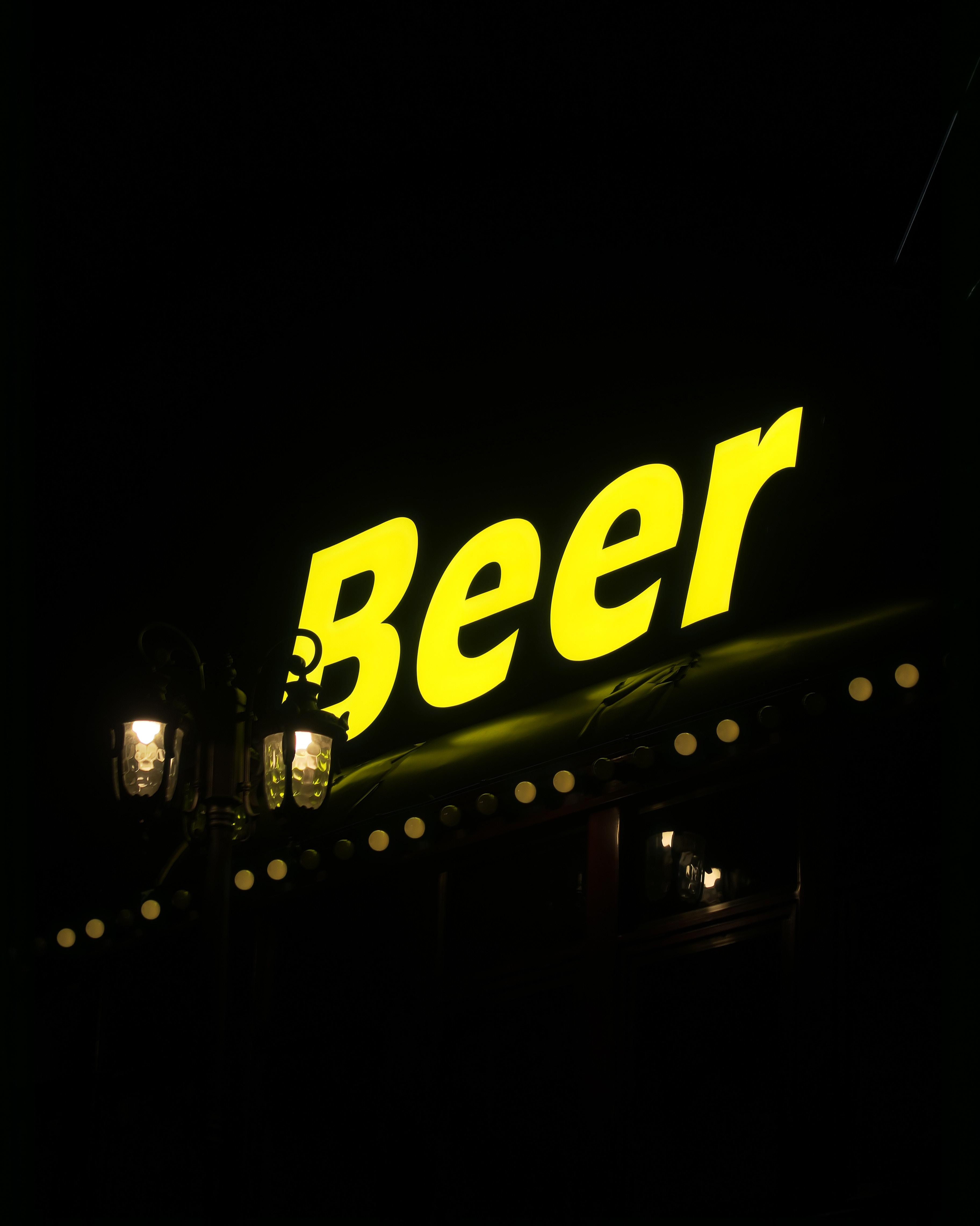 yellow Beer neon sign