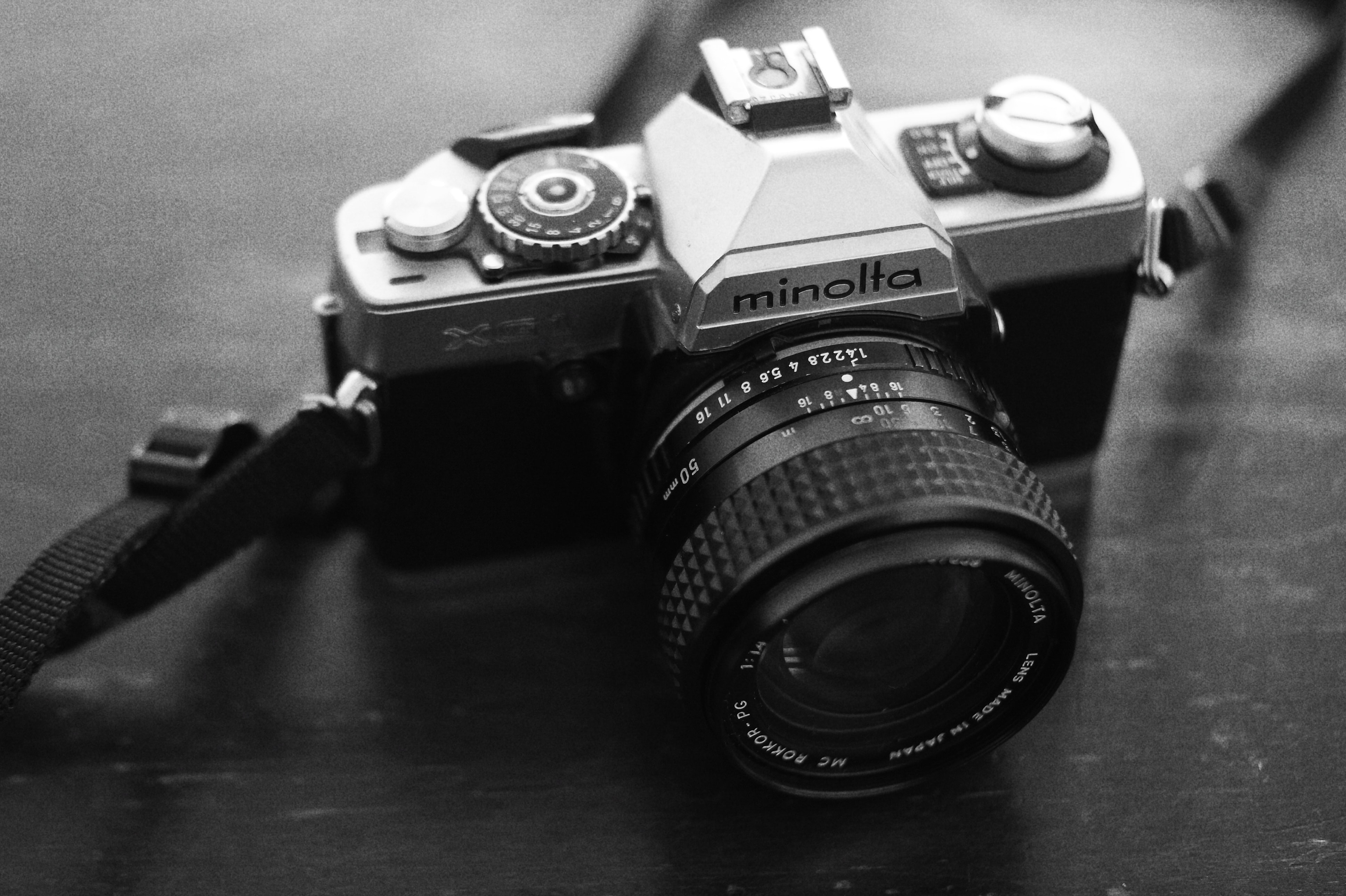 black and silver Minolta DSLR camera