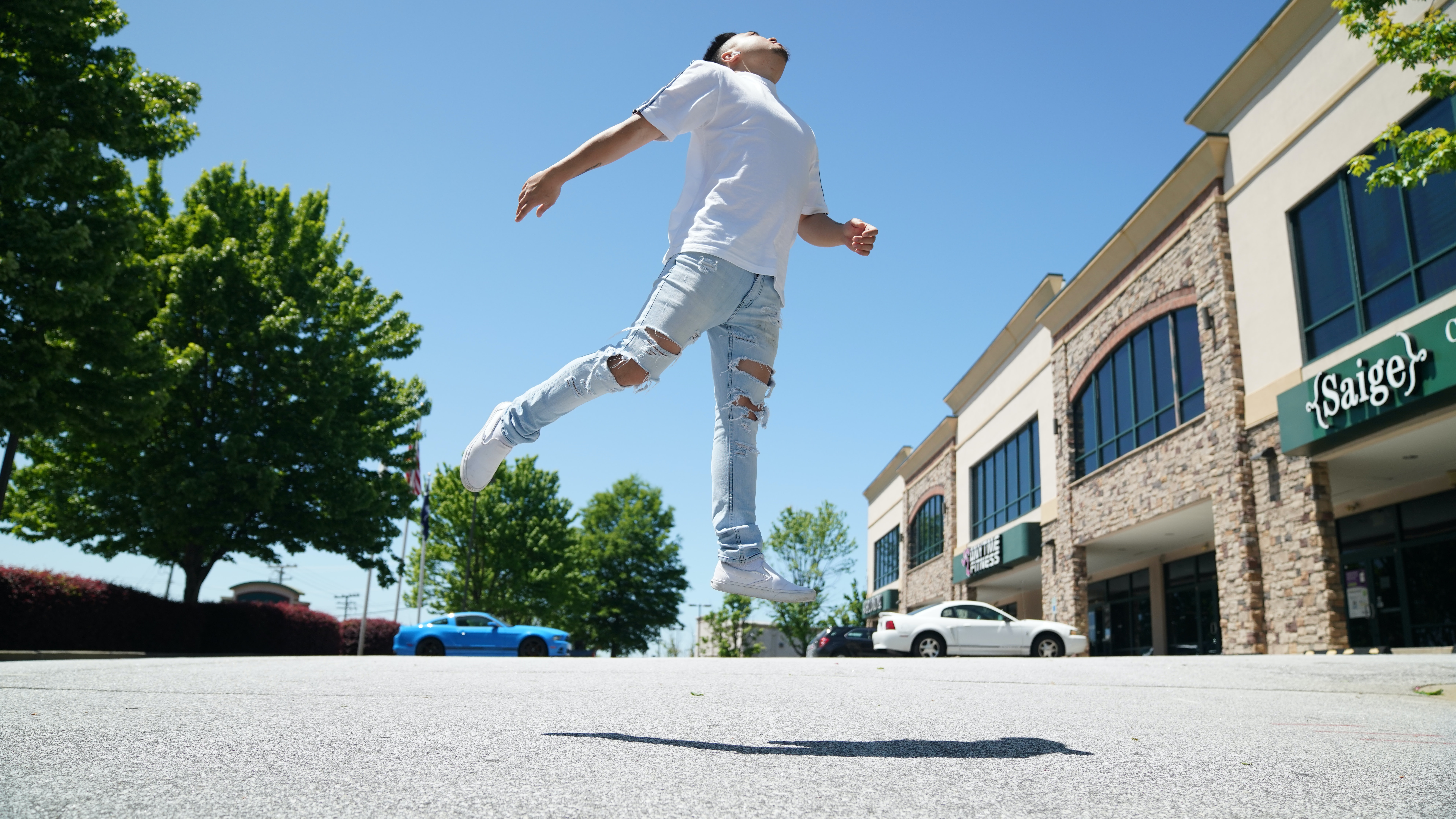 photo of man doing jumpshot