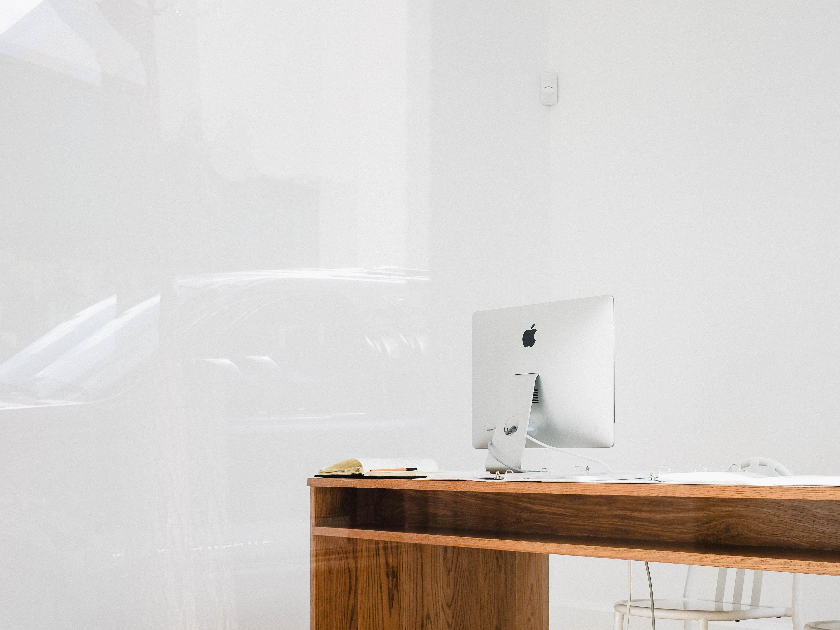 silver iMac on desk