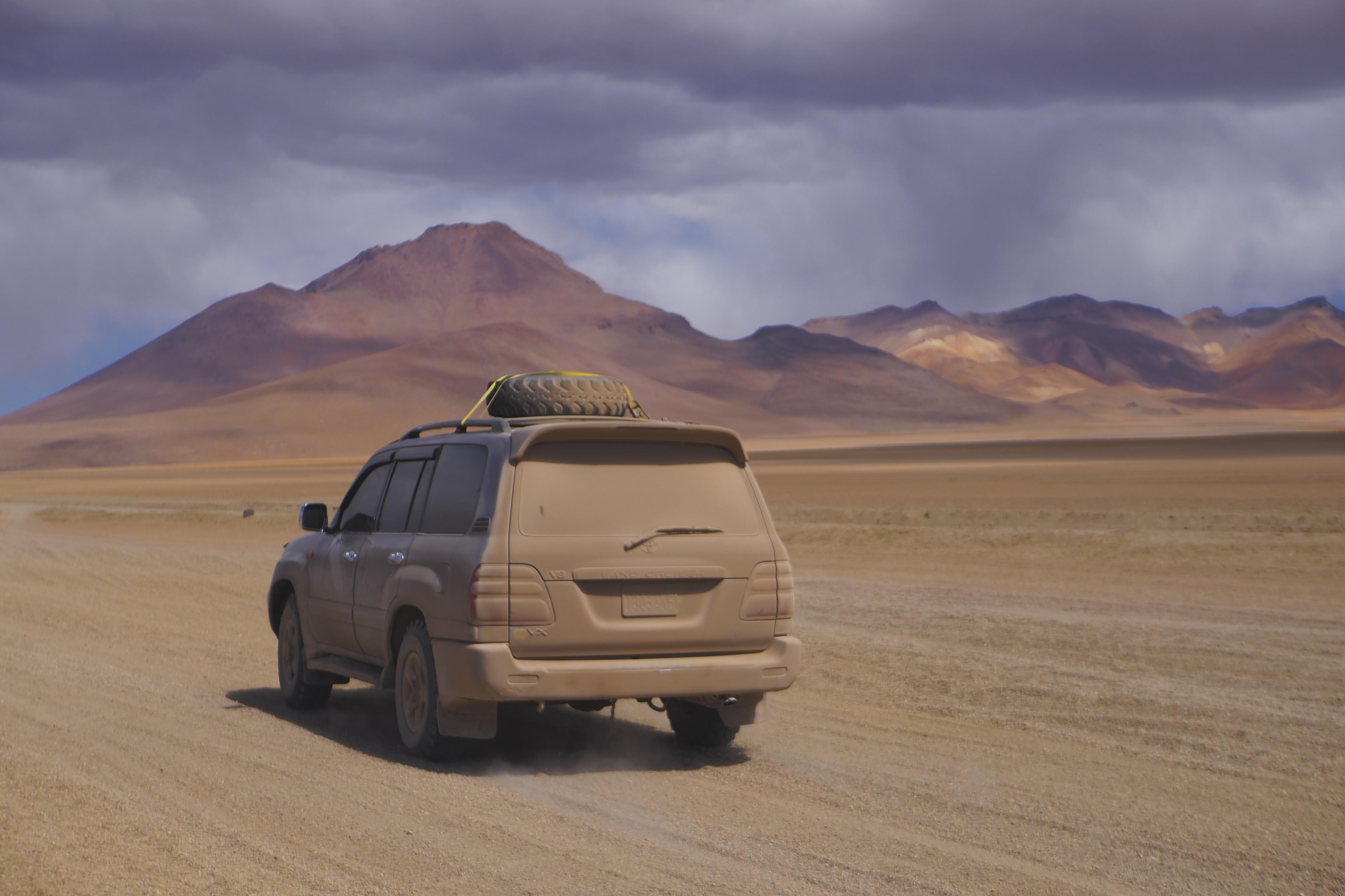 SUV running on desert during daytime