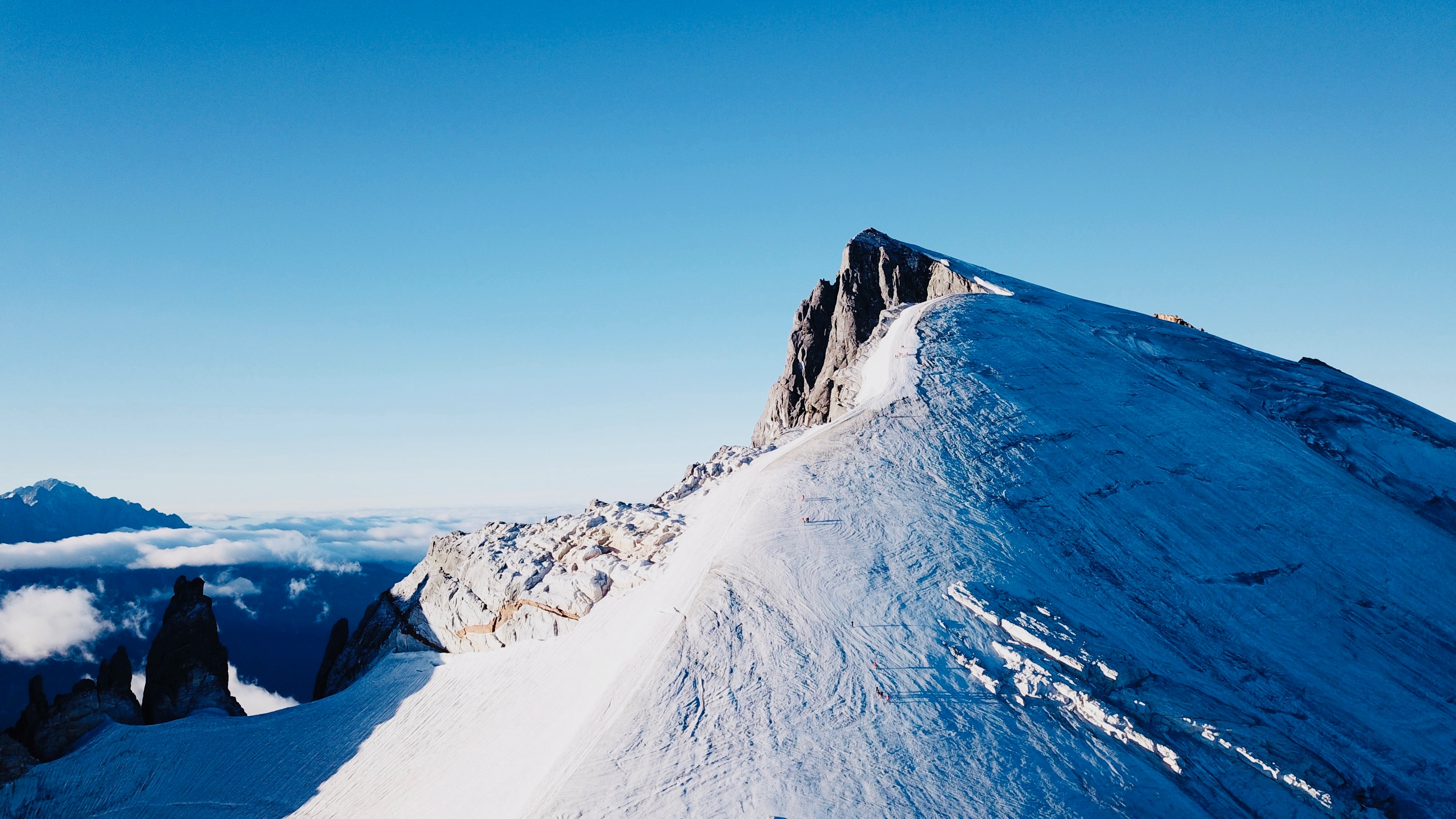 mountain with snow during daytime