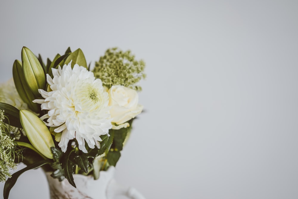 white and yellow flower bouquet