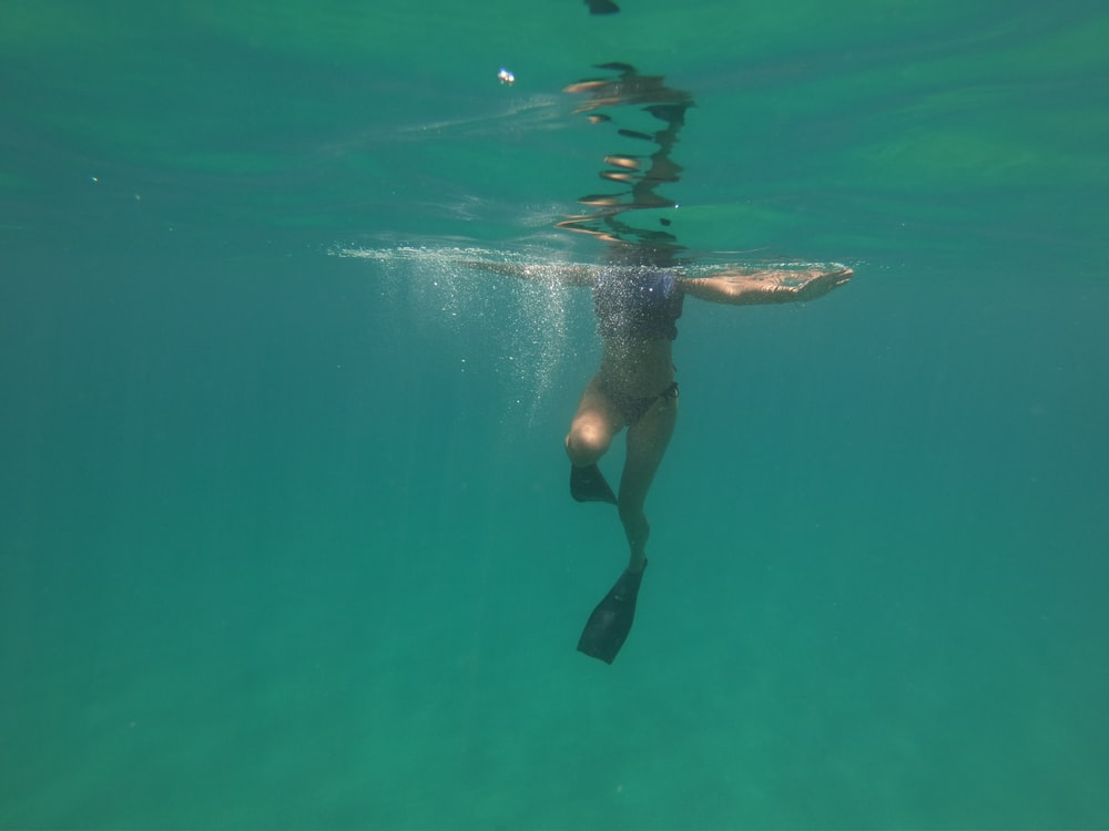 Black, swimming, bubbles and exhale | HD photo by Léa Dubedout