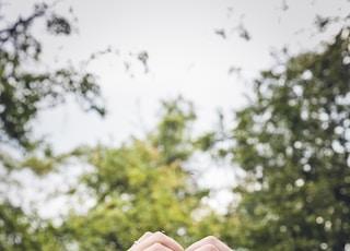 groom and bridge hand gesture