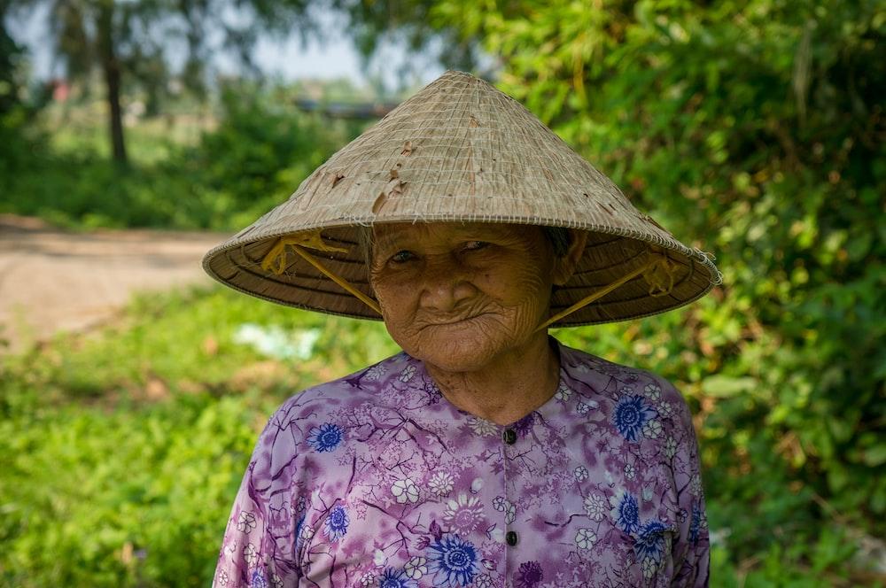 woman wearing sakkat hat