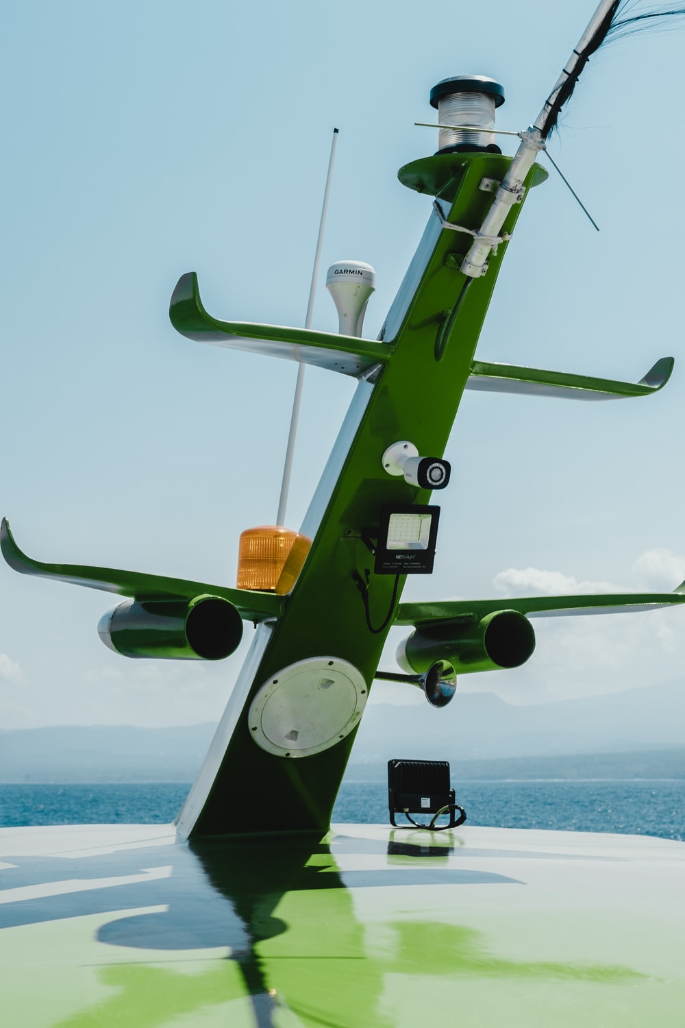 photo of green ship antenna