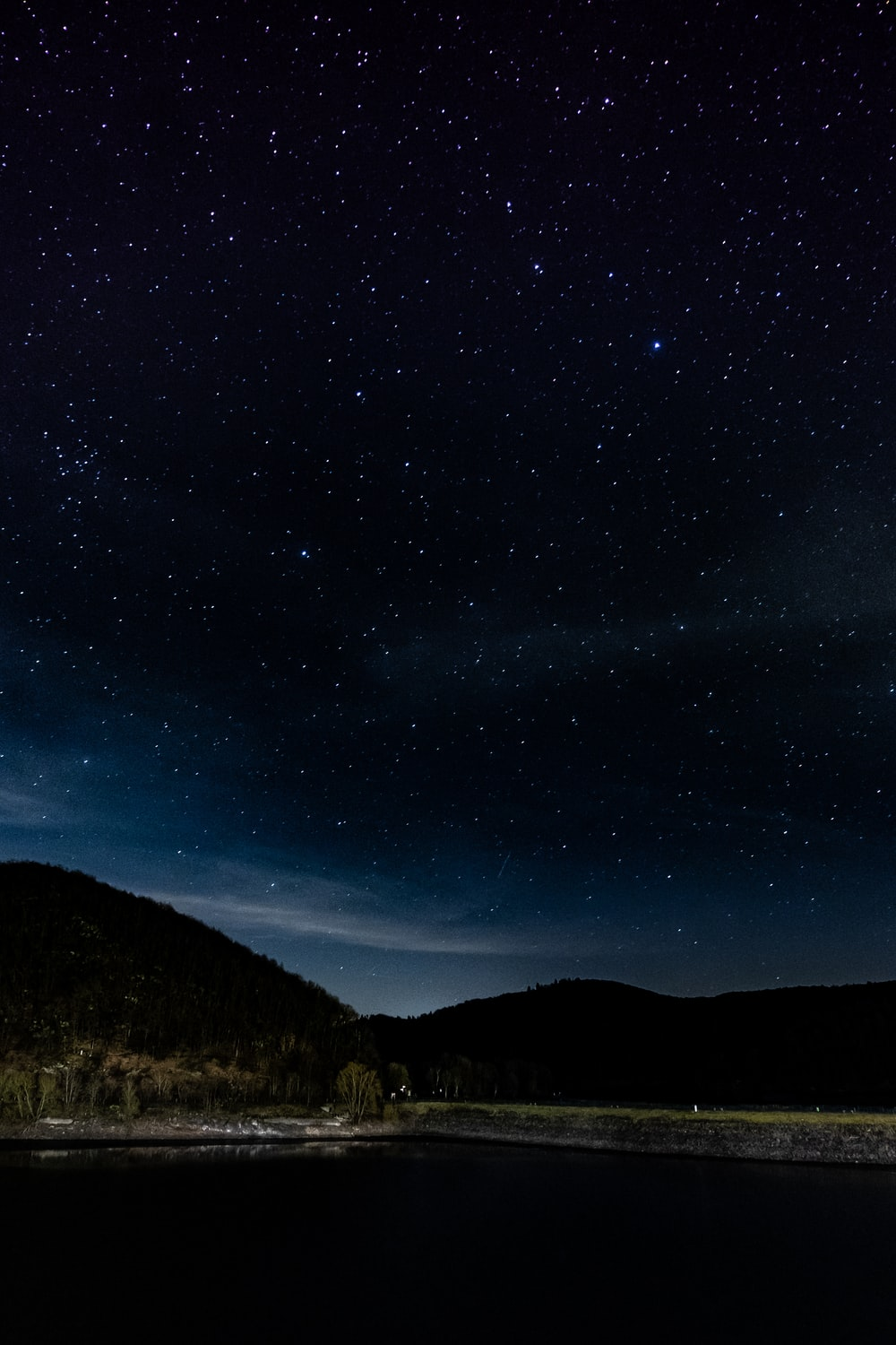 mountains under starry sky during nighttime