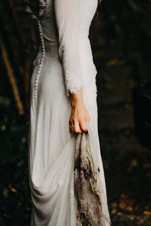 woman wearing gray long-sleeved dress