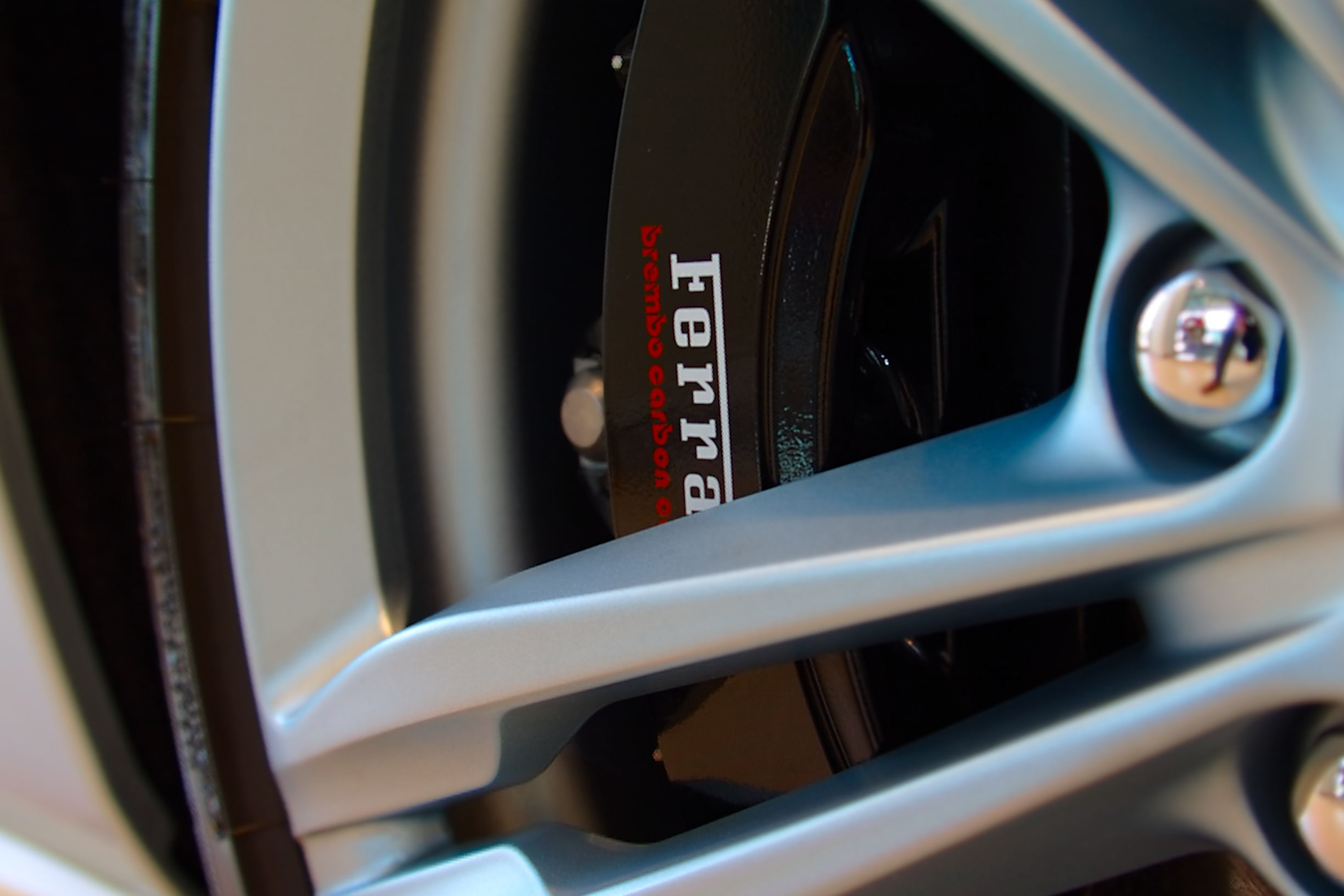 closeup photography of gray vehicle wheel and tire