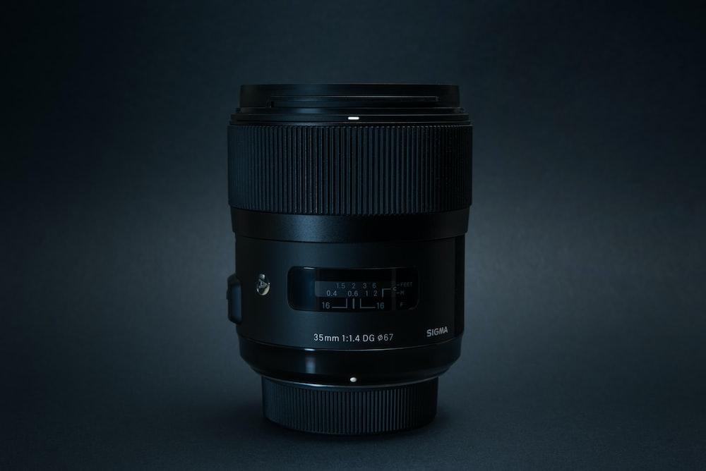 black camera zoom lens