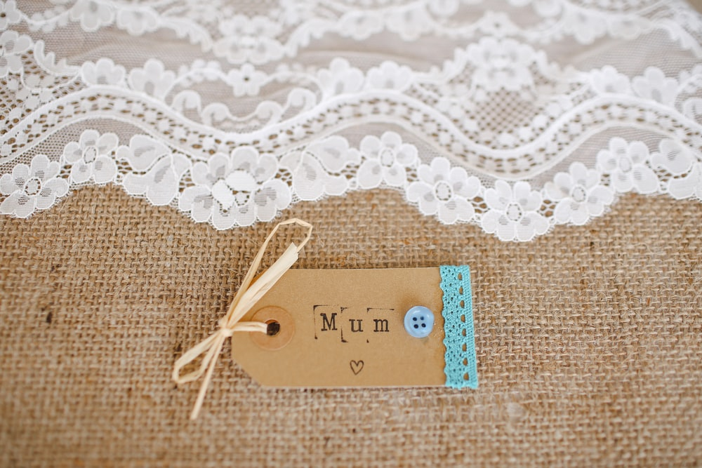 white lace cloth near mum tag