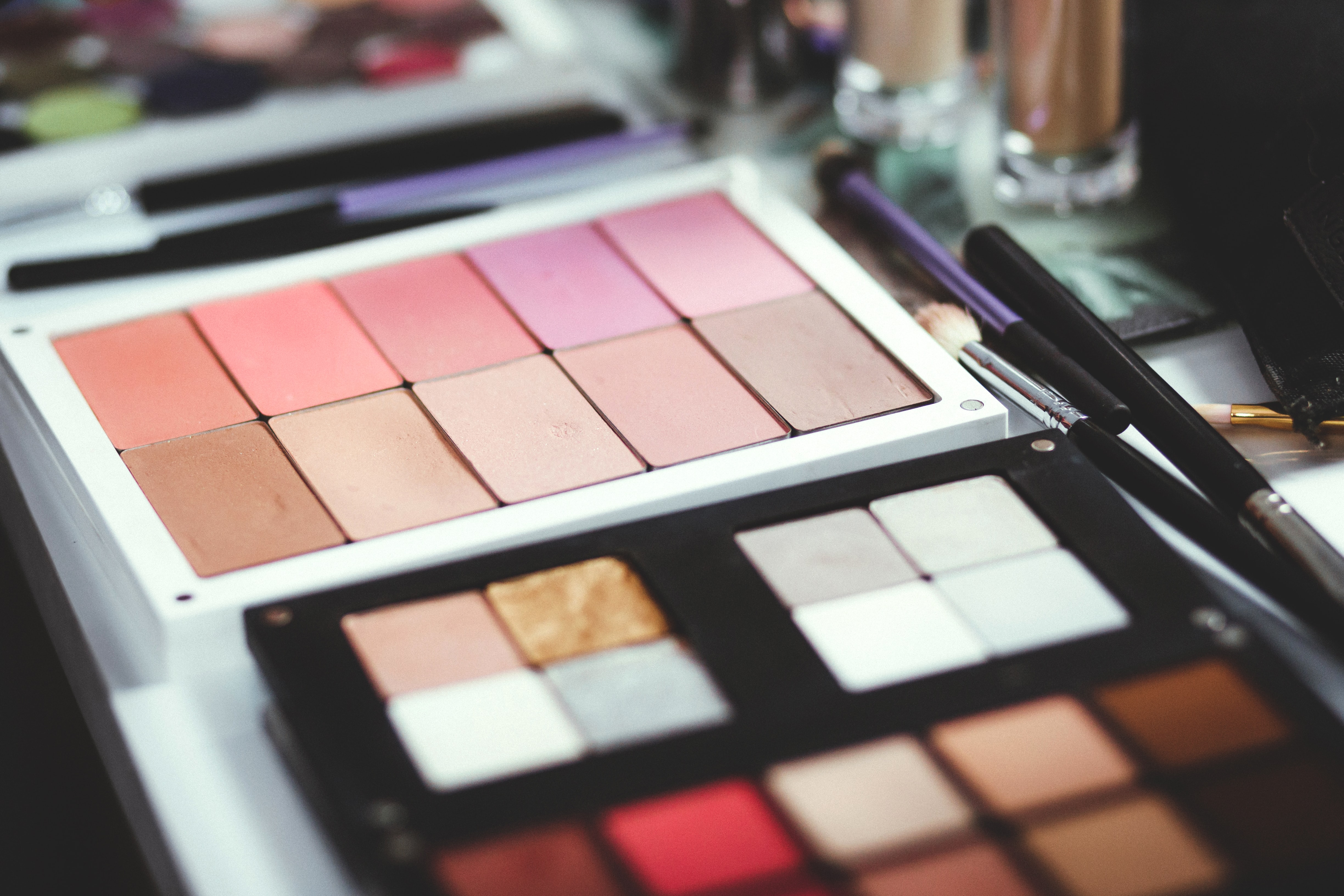 Warm-Toned Eye Shadow Palettes in The Summer