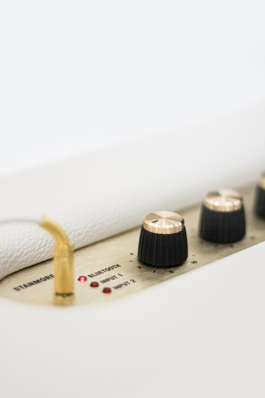 closeup photo of white Stanmore Bluetooth device