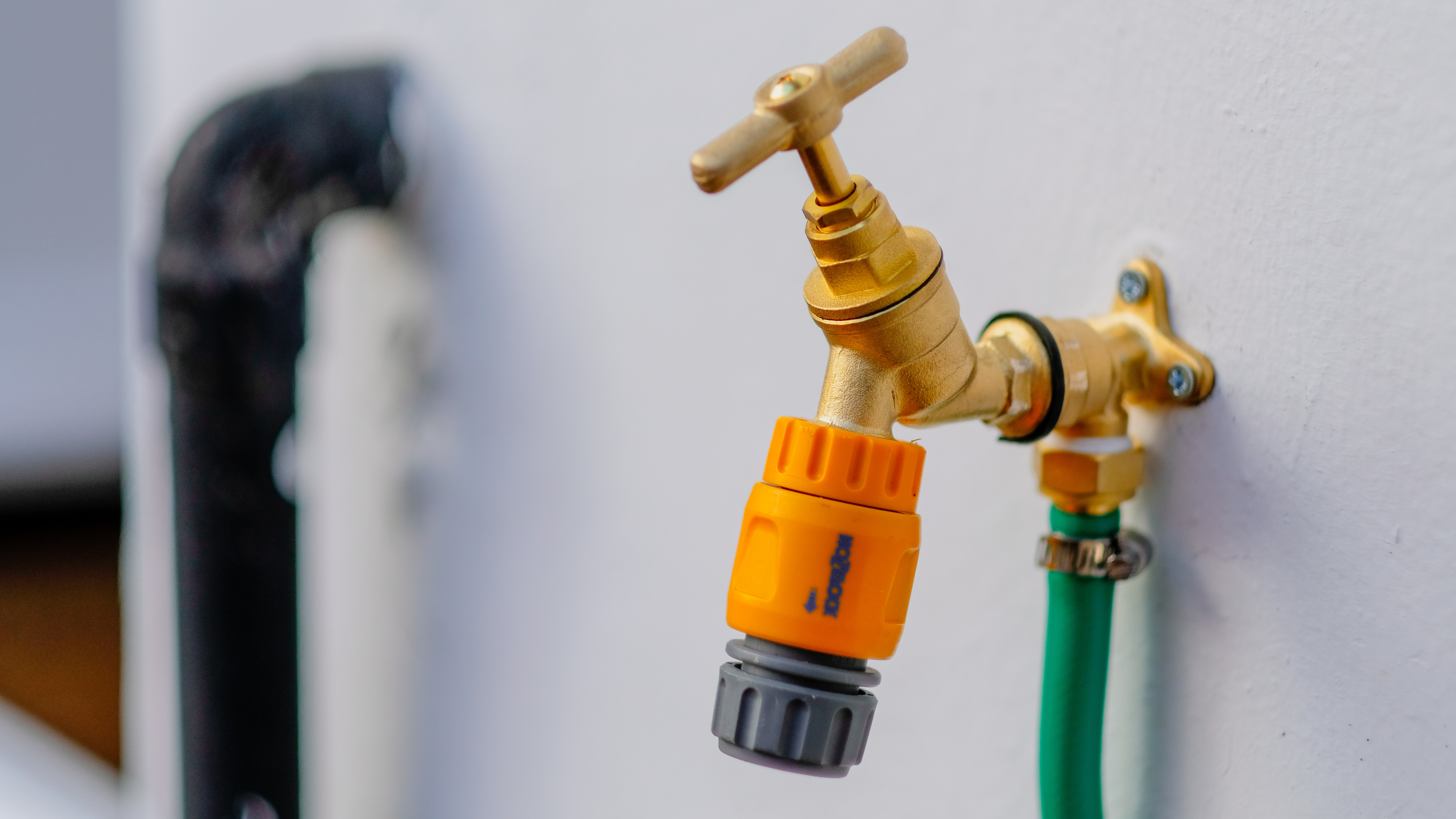 brass-colored faucet