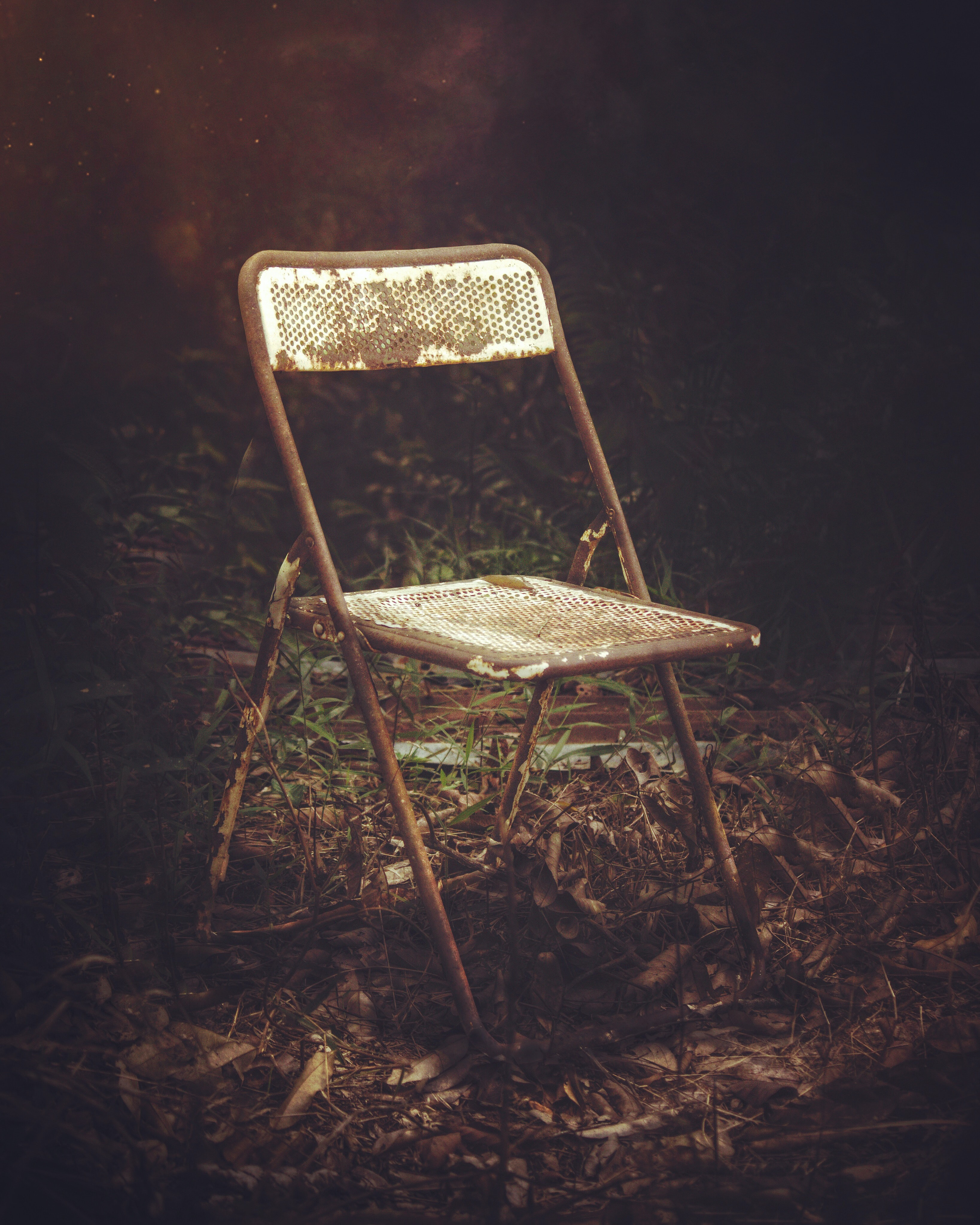 white and brown steel folding chair
