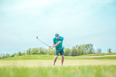 man playing golf masters golf tournament zoom background