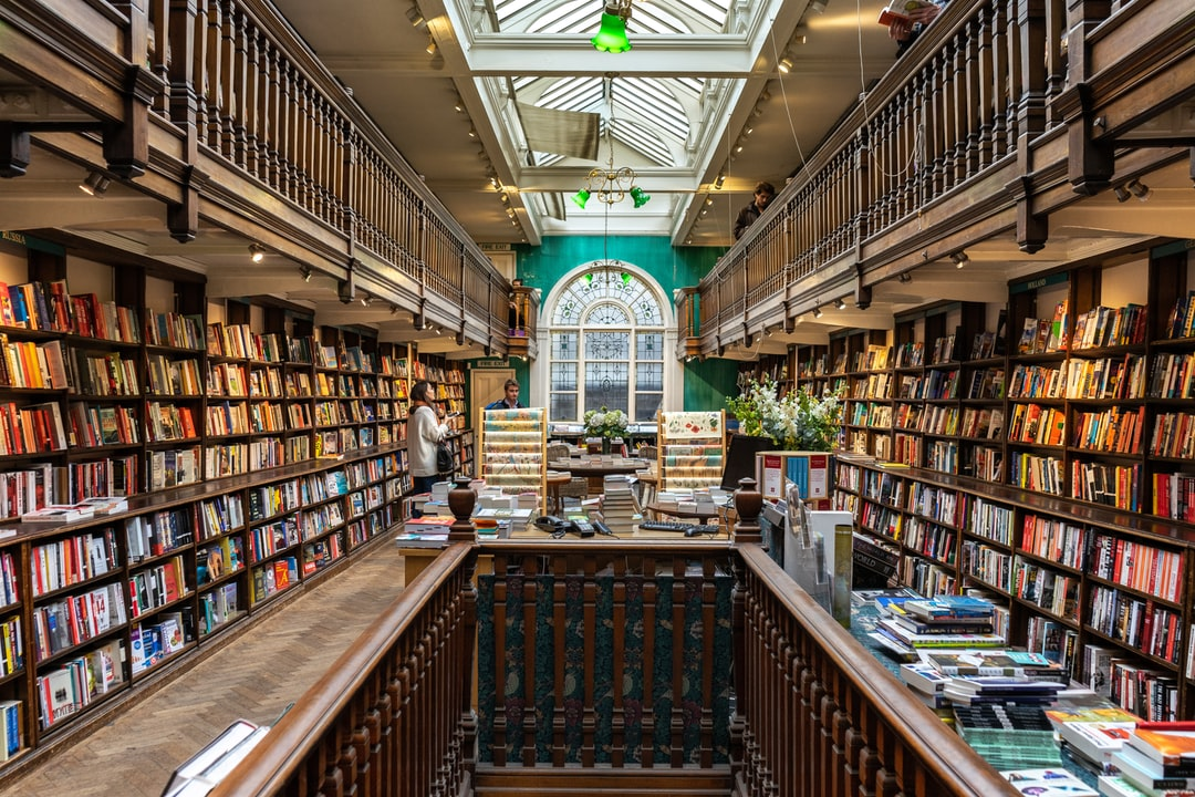 It was raining outside as usual on London streets. I sheltered in a bookstore for escaping from the rain. Then I realised it was one of the most famous bookshops in London. It was a mesmerising experience being there. Support me: https://paypal.me/ugurakdemir Instagram: https://www.instagram.com/ugur_akdemir/
