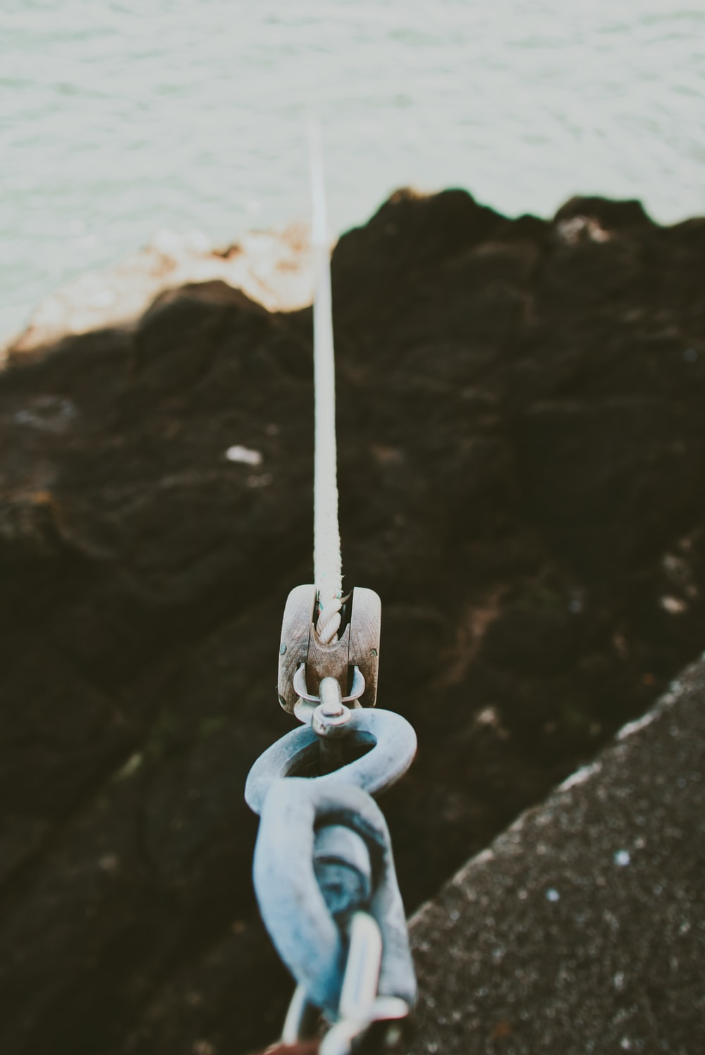 shallow focus photography of gray cable