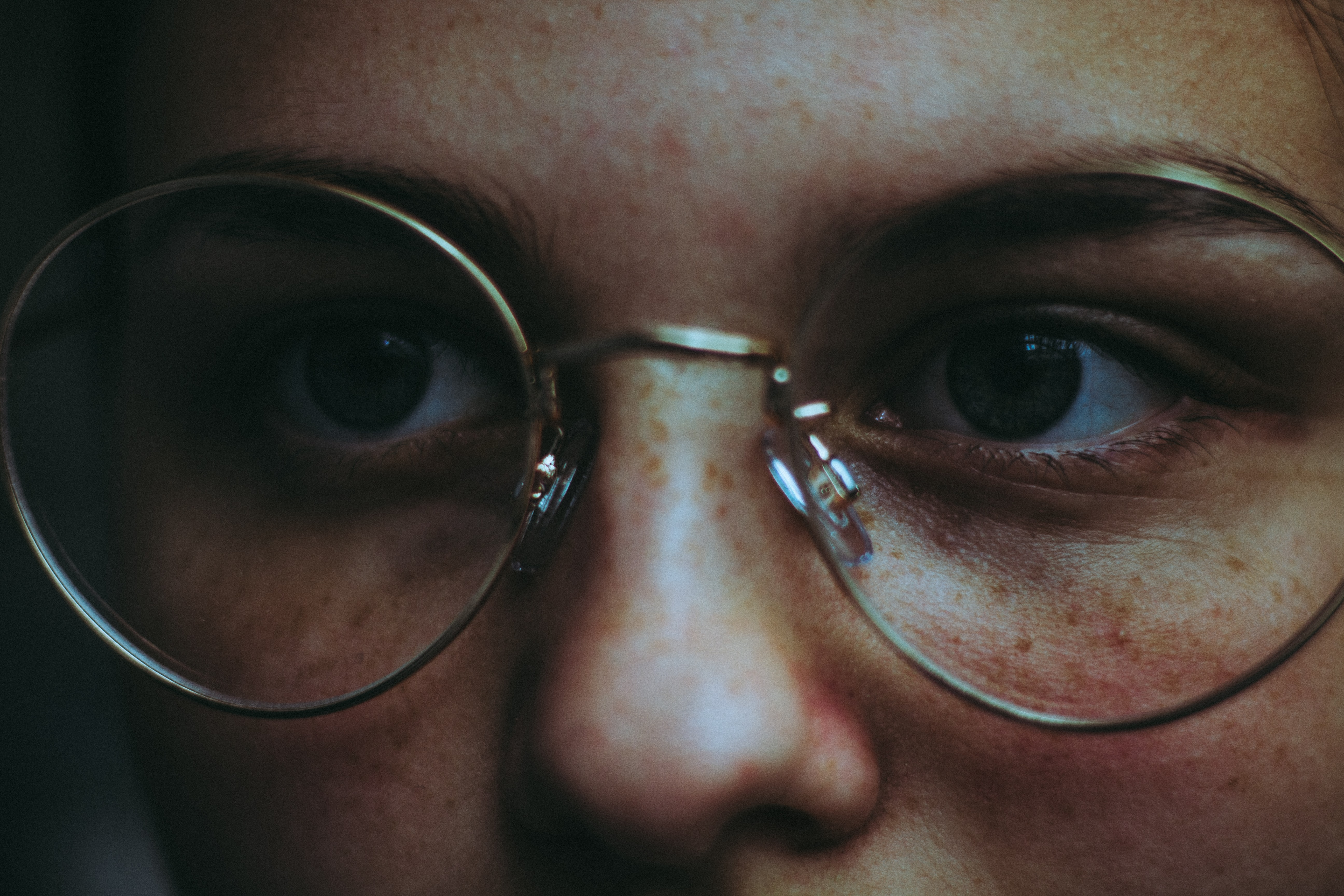 woman wearing round eyeglasses with silver frames