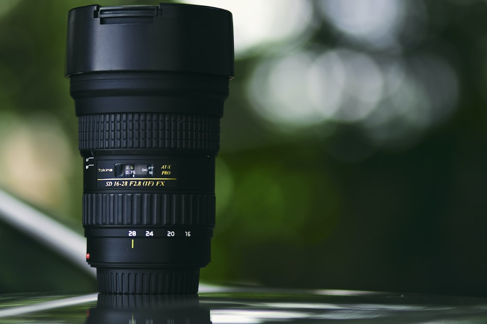 shallow focus photography of zoom lens