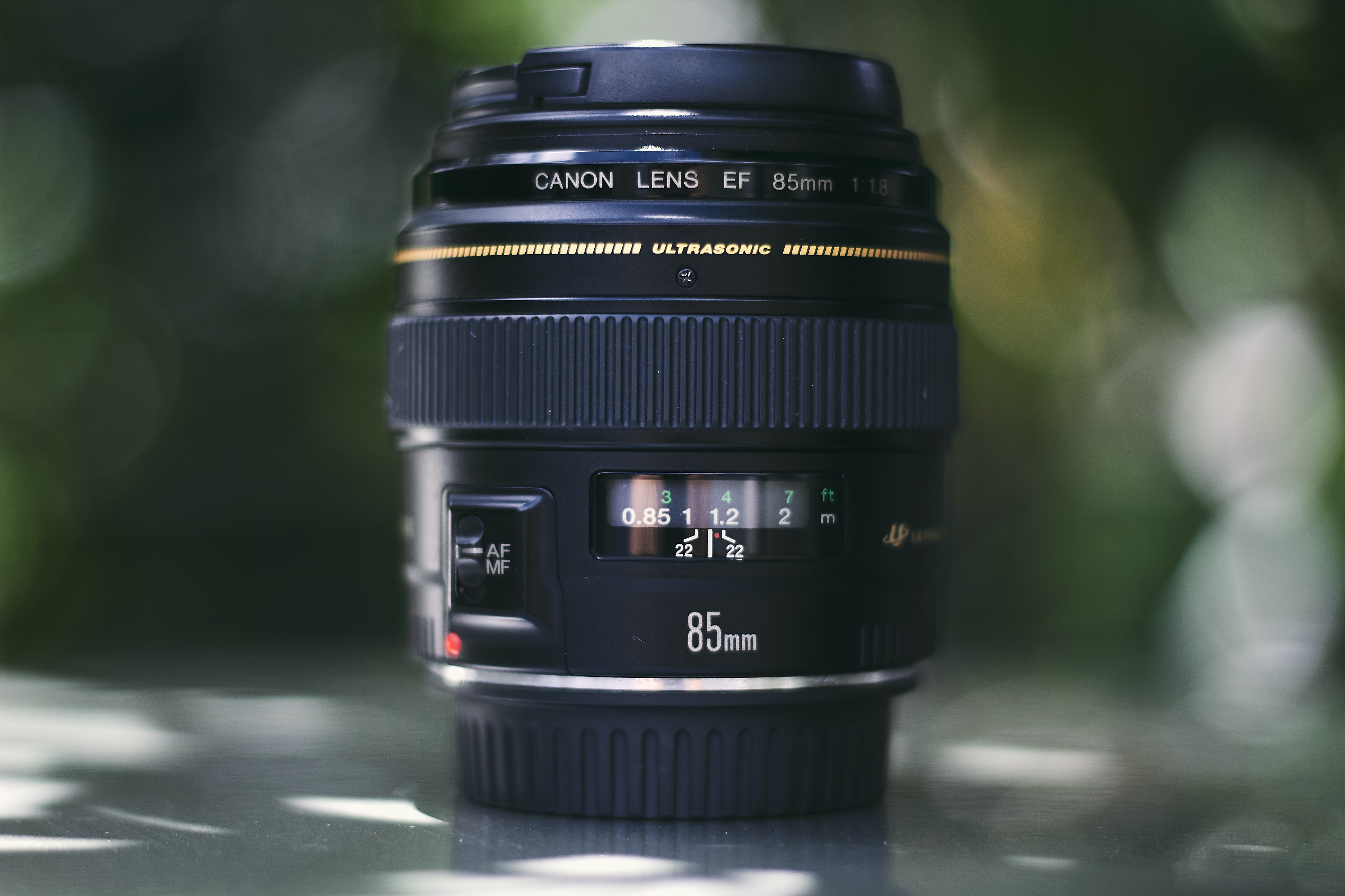 shallow focus photography of Canon 88 mm zoom lens