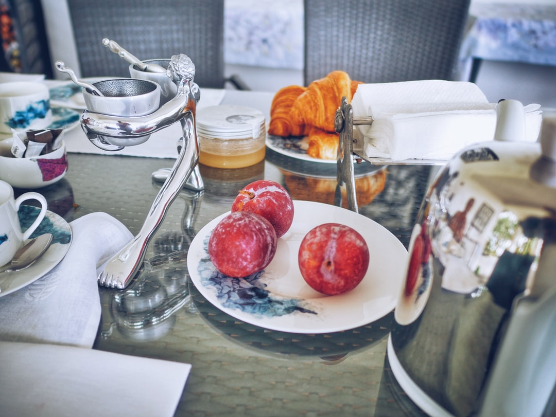 When I have the time to stay 2 days with my mother in Kinshasa between two flights, I make sure we have a good chat while we take a good breakfast in her magnificent garden. Those are my precious moments
