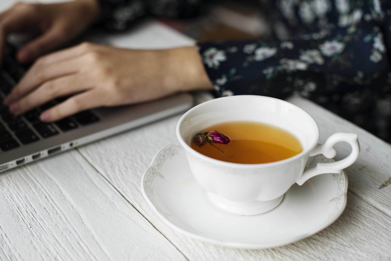 Flatlay toasts + tea photo by Brenda Godinez ...