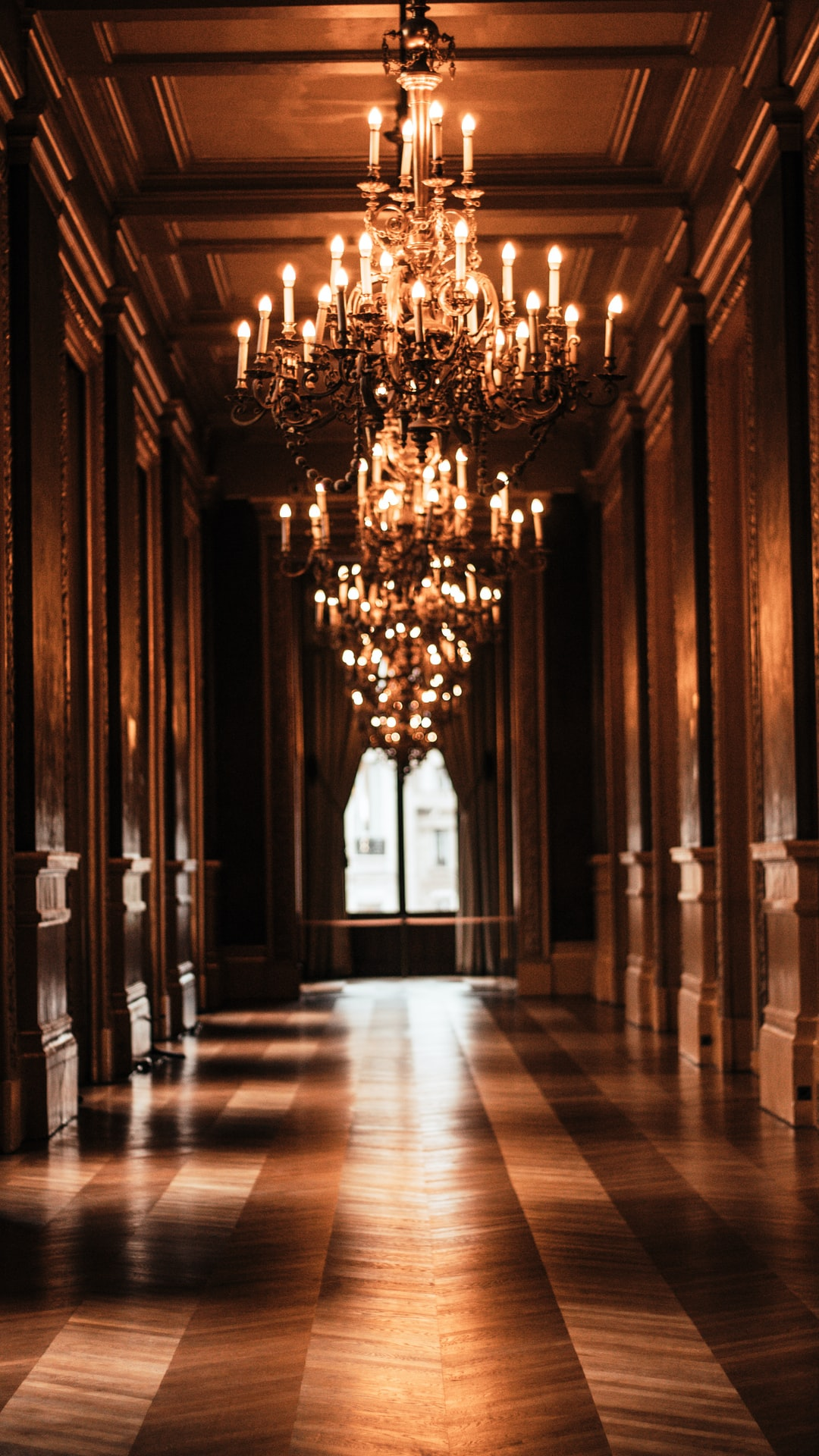 I was alone when walking through this hallway. The absolute beauty, padded Paris streets noise and the sound of my shoes on the parquet.