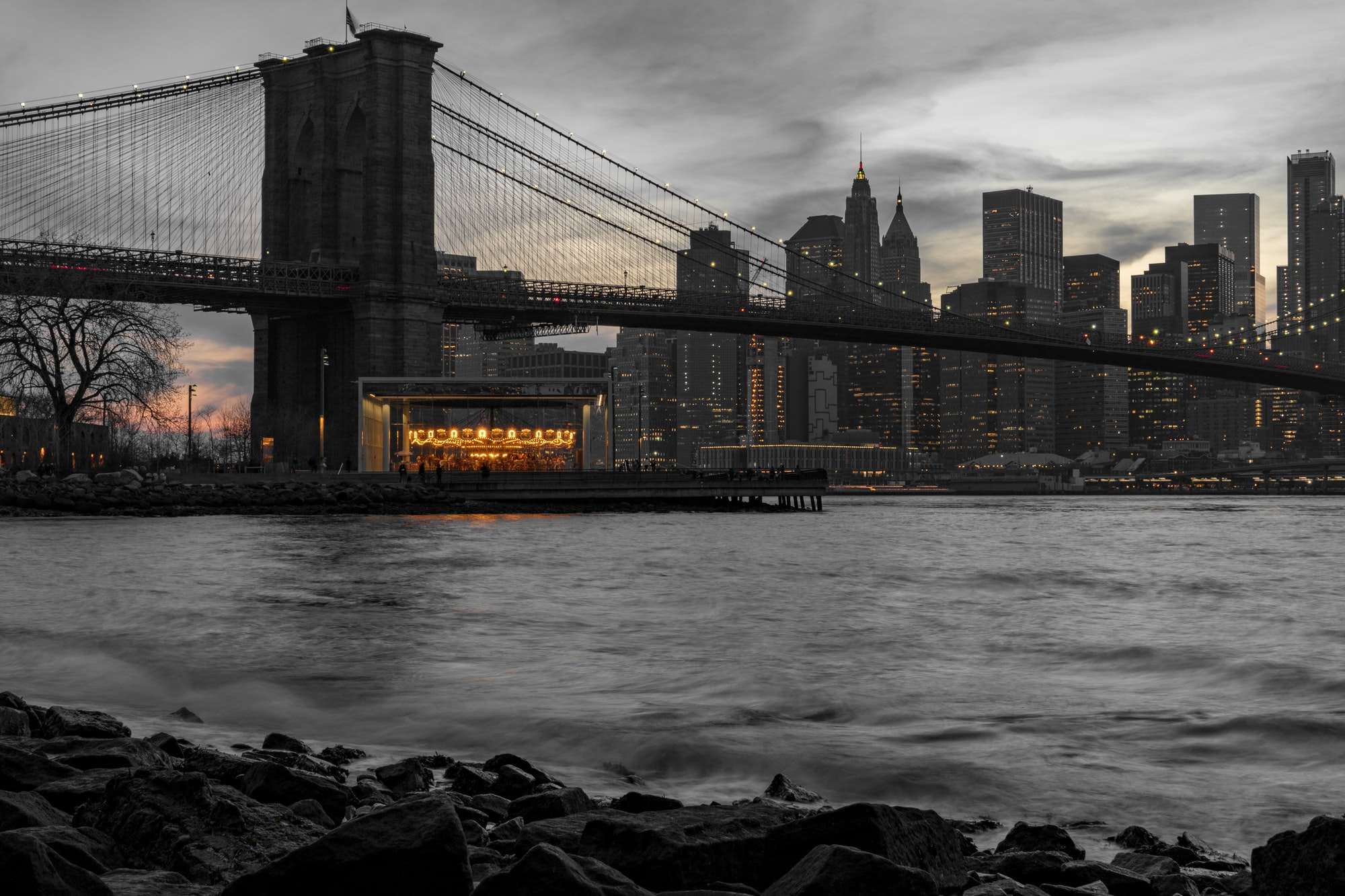 This is one of the best places to view the sunset in New York City.  Over on the Brooklyn side in Dumbo is this cove that offers views of the Brooklyn Bridge, Jane's Carousel and the Manhattan Skyline.