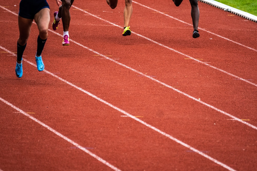 people running on race track