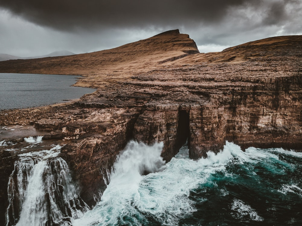 tidal waved into cliff