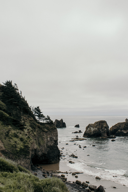 ocean waves crashing through the rocks