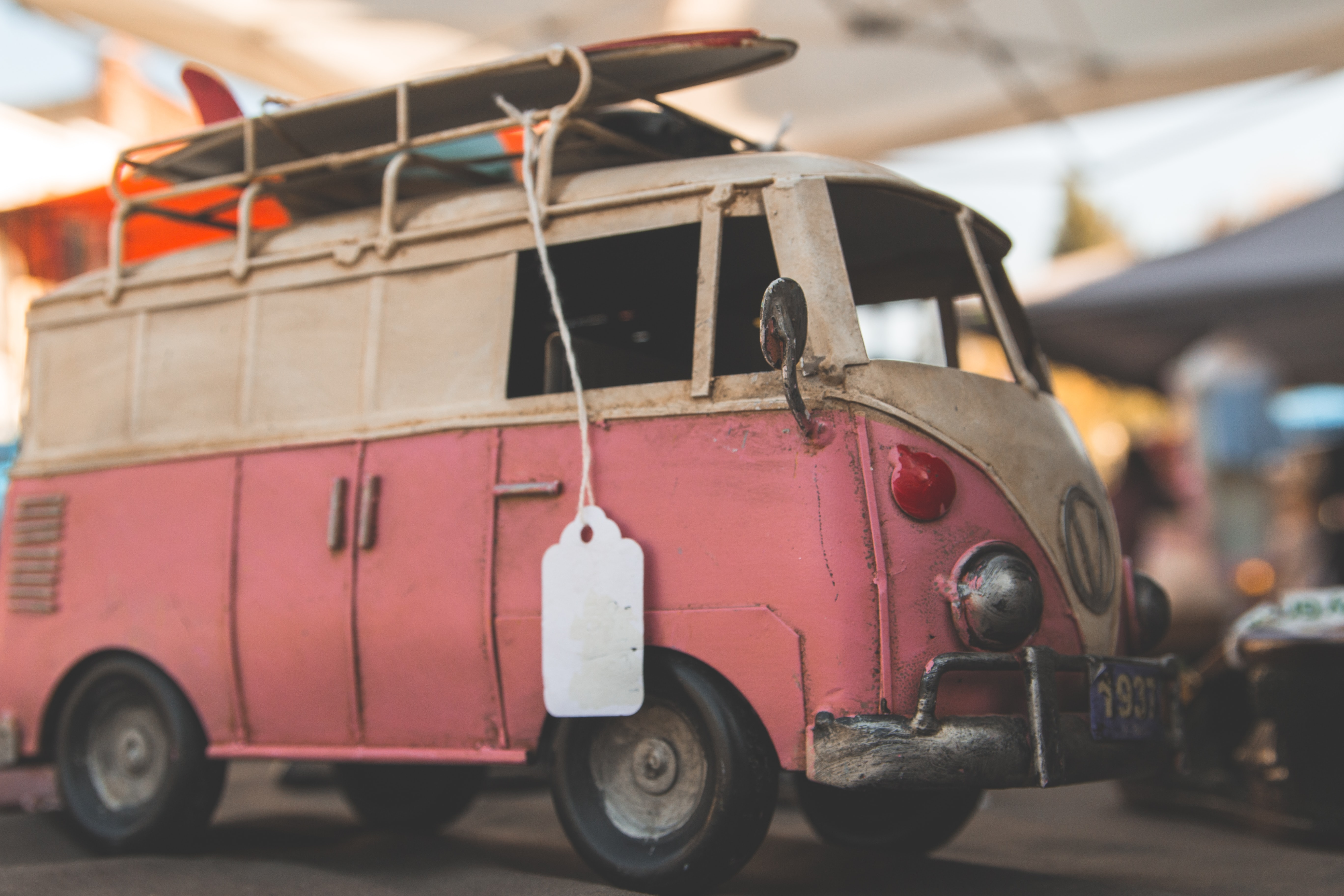pink and white Volkswagen Transporter van selective focus photography