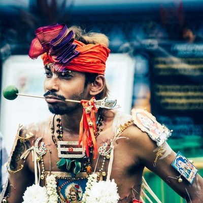 A photo captured during Thaipusam proceedings in Singapore. For more and the whole story please head over to:  https://dominik-photography.com/2018/05/18/thaipusam-singapore/