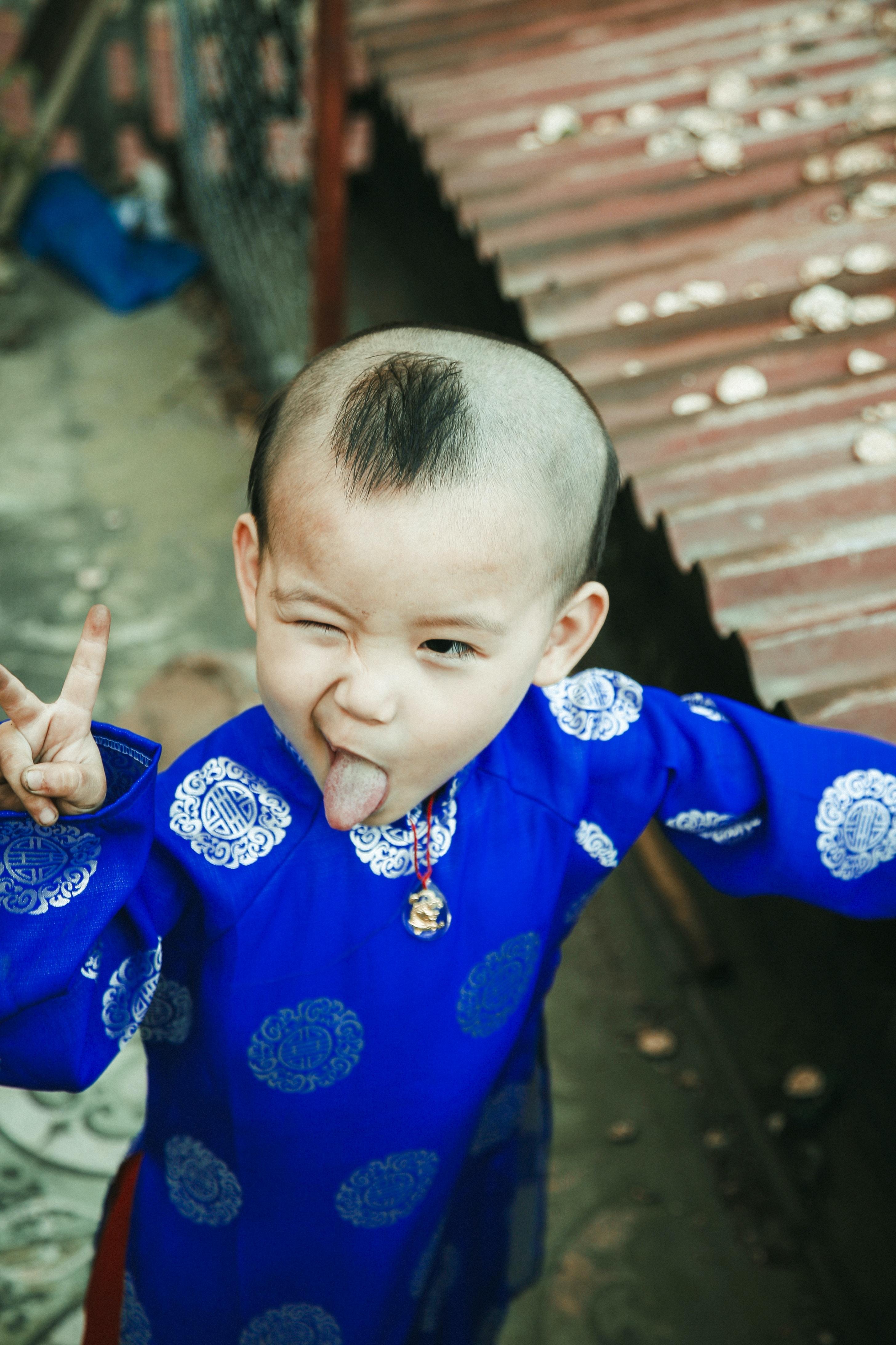 boy doing peace sign