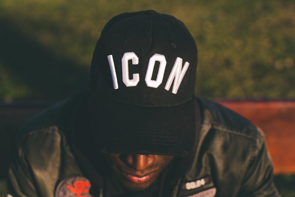 men's black and white flat brim cap