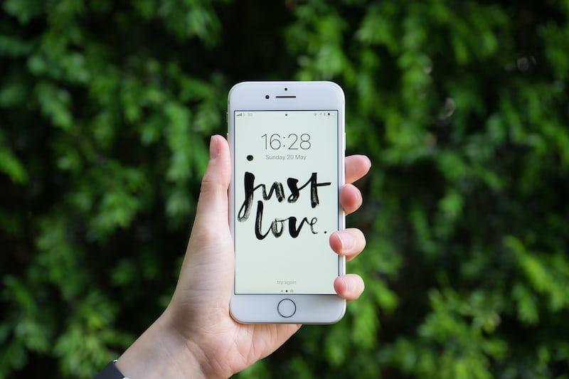 網路戀情真的有可能修成正果嗎?:破解交友軟體的五大迷思 - 失戀花園