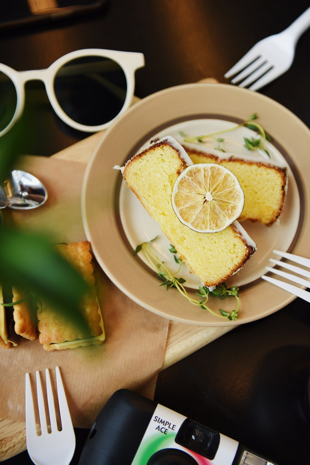toasted bread with sliced lemon in bowl