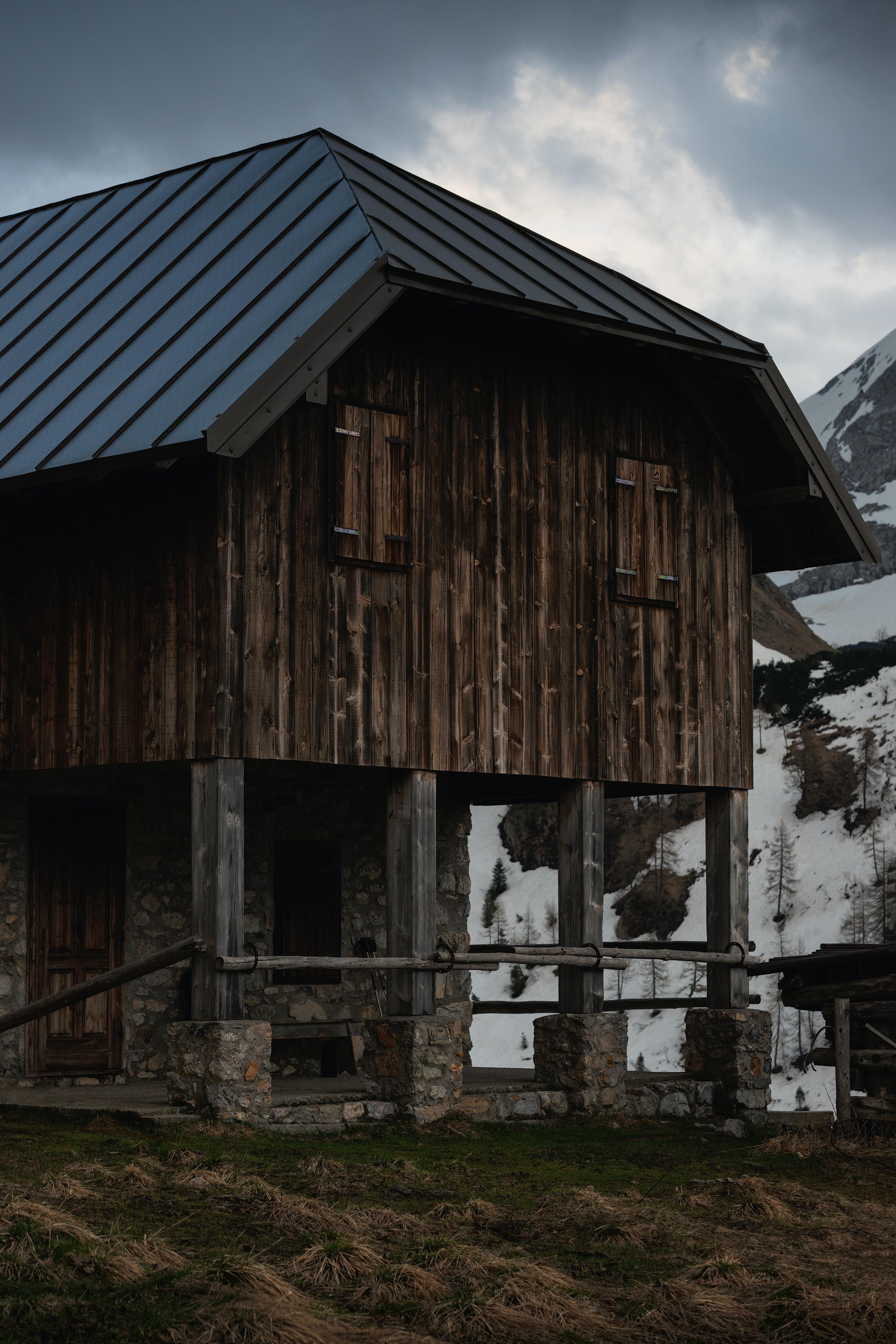 brown wooden house near mountain