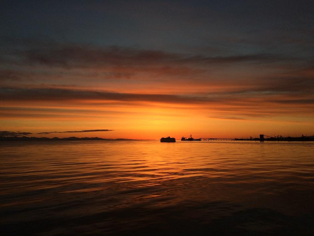 photo of horizon during twilight hour