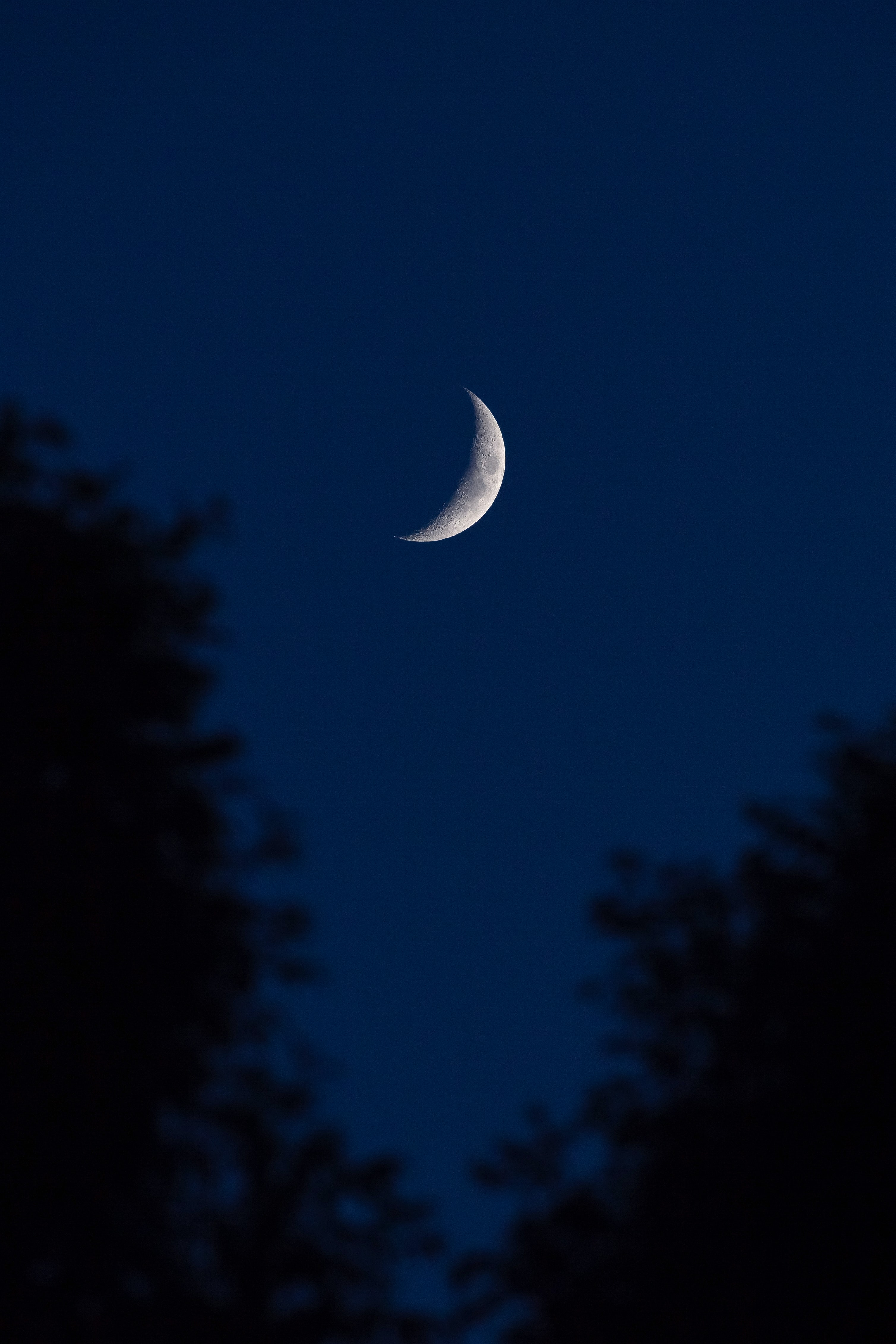 photo of crescent moon during nighttime
