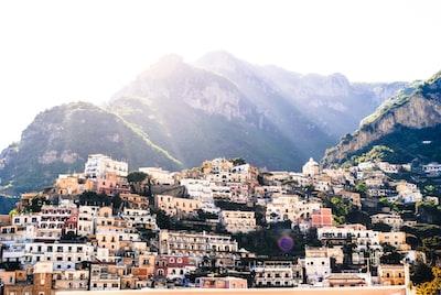 4491. Mediterrán városkép