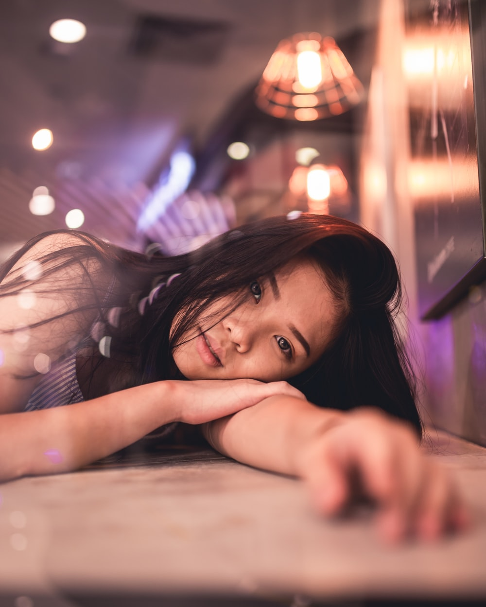 woman lying on brown panel with focus photography