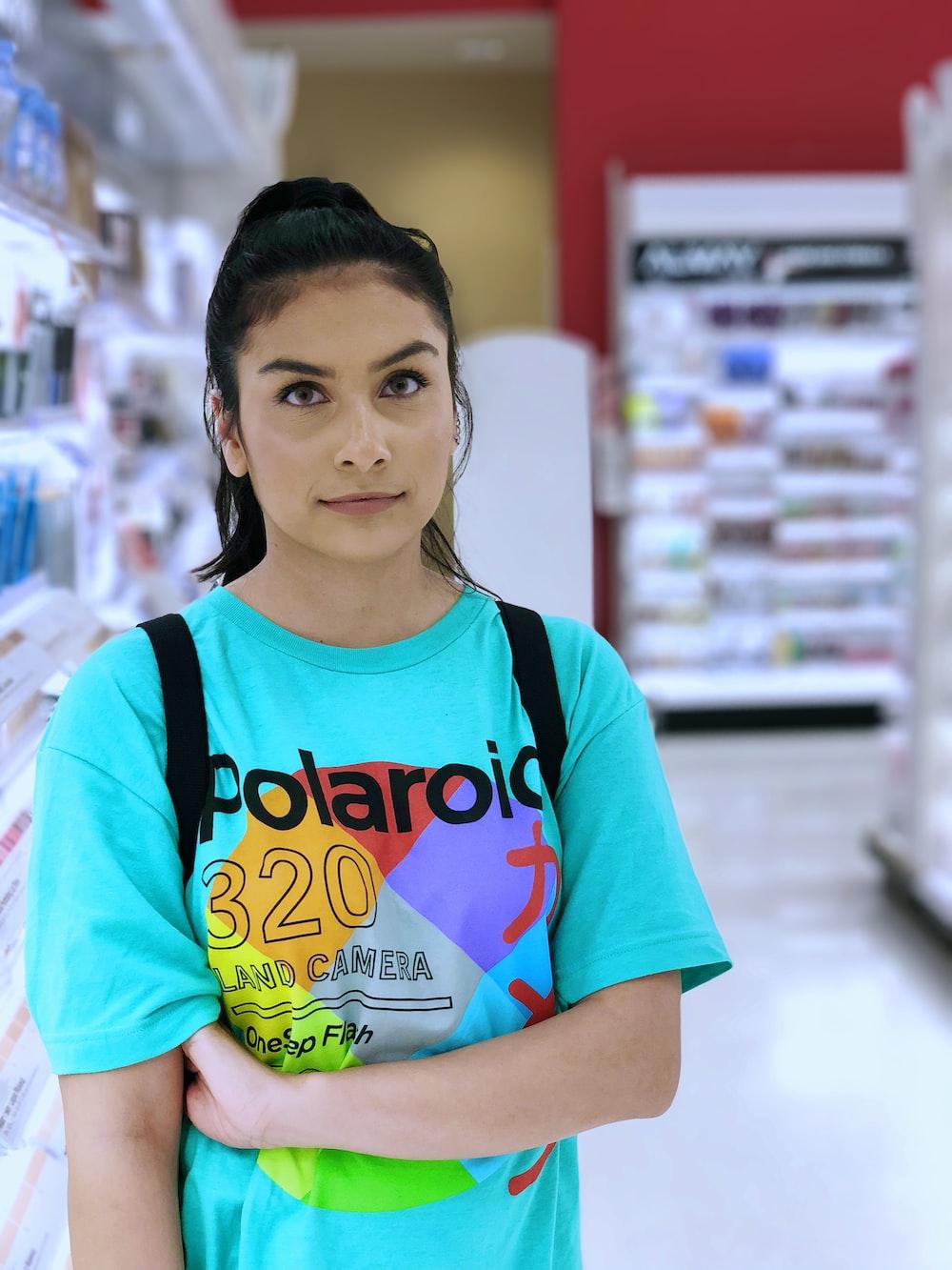 woman wearing teal crew-neck t-shirt